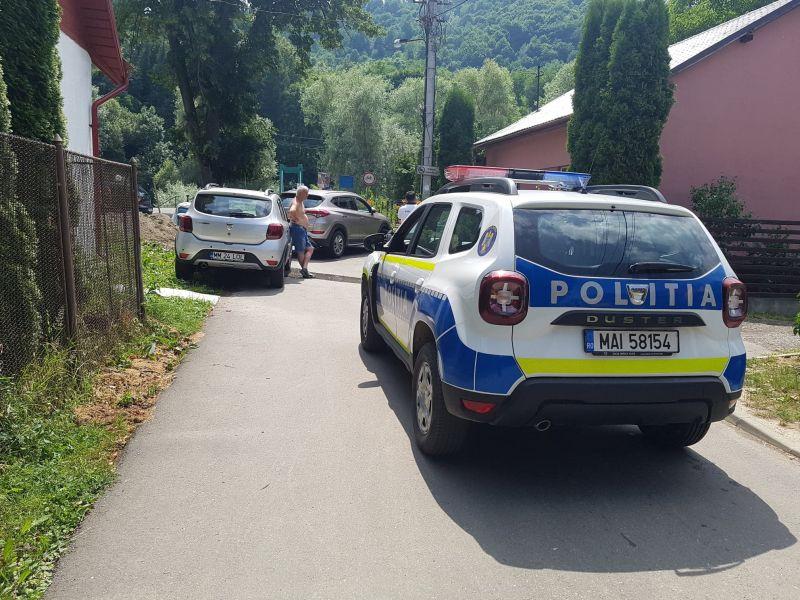 CĂLDURĂ MARE, MON CHER! Doi conducători auto s-au certat în mijlocul drumului. Conflictul a fost aplanat de Poliție