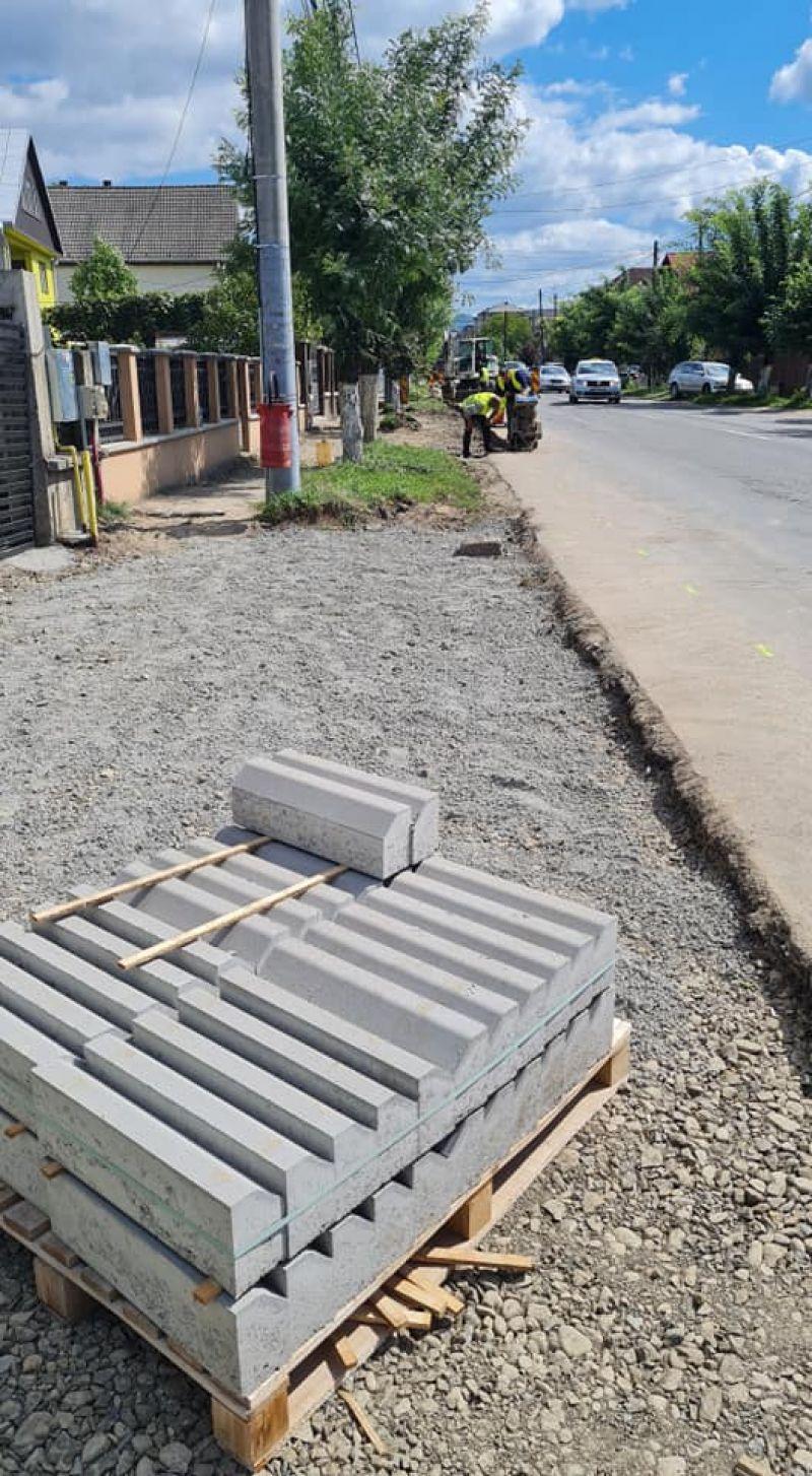 SIGHET - Deși au început doar de trei zile, lucrările de reabilitare a străzii Avram Iancu avansează uluitor de rapid