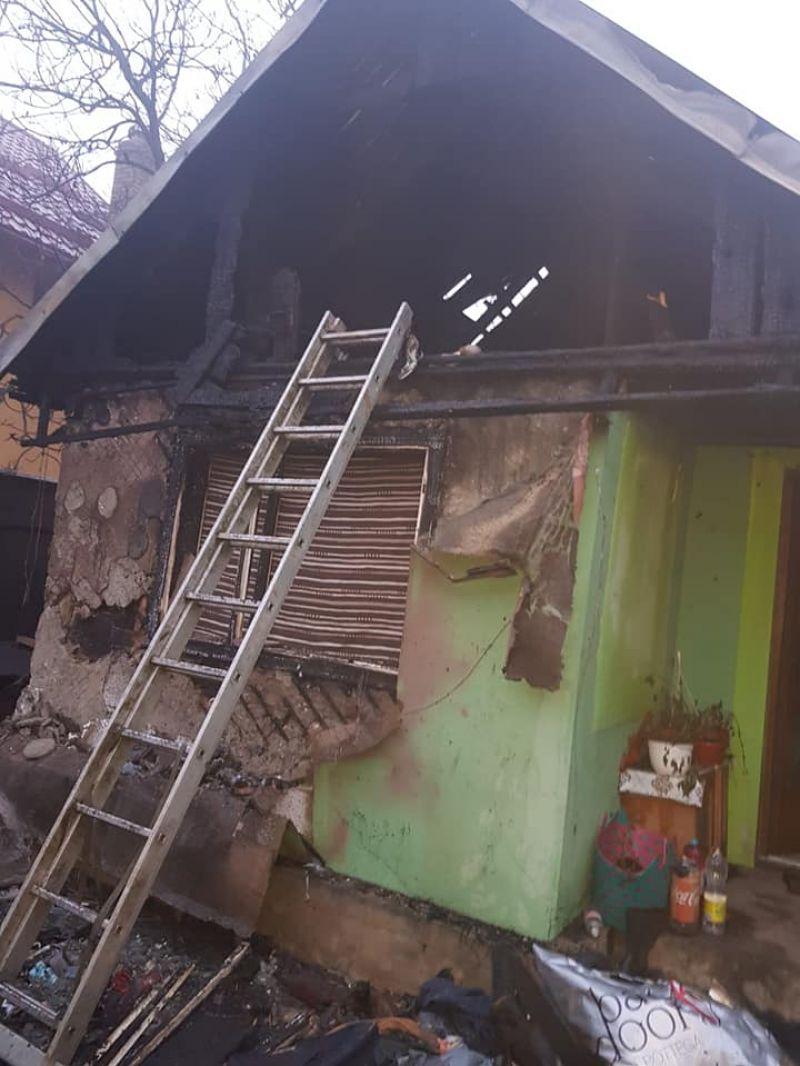 FOTO - Donație de 20.000 lei, virată de către Consiliul local Sighet către o familie a cărei casă a ars într-un incendiu
